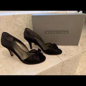 Kenneth Cole Reaction Black Heels Size 7.5 womens